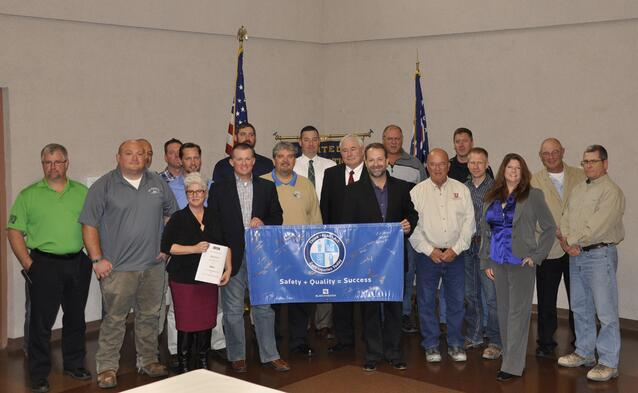 Members of OHSA, Black & Veatch, and the Northwest Ohio Building Trades pose for a group picture following the safety signing.